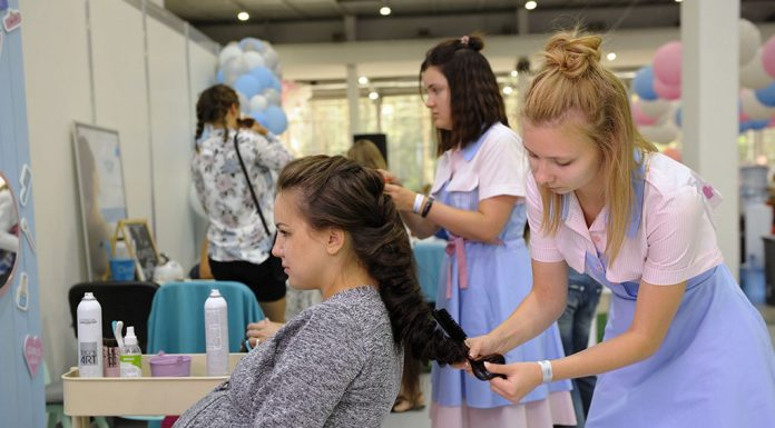 Natural Ways of Hair Colouring while Pregnant & Safety Precautions